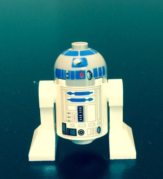 Lego R2D2 on a flat surface